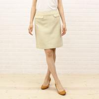 トゥモローランドコレクションの膝丈スカートです。表面の織り生地が涼しげな台形ラインの上品な膝丈スカー...