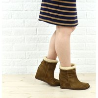 ペタンコブーツに見えますが、実はインヒールでしっかり美脚をキープしてくれる一足です。 履き口が広いの...