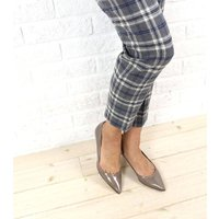 女性らしさ満点の FABIO RUSCONI のヒールパンプス。 エナメルの光沢が美しく、ポインテッ...