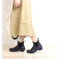 """HUNTERのサイドゴアショートブーツ""""チェルシー""""です。 厚みのあるラバー製で、雨の日やガーデニン..."""