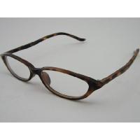 細長つり目タイプのフレームが特徴のサングラスです☆テンプルも極細で長め、波打つ感じのスタイルで繊細な...