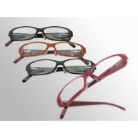 スクエアータイプの横長レンズにカラーのプラスチックフレームのシンプルな伊達メガネです☆レンズには色が...