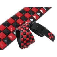 ブラックボディーに赤と黒のピラミッドがはめ込まれたハード系ベルト☆ぎっしり3列にはめ込まれたピラミッ...