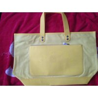 マークバイマークジェイコブスのバッグになります。  ※海外の代理店と在庫を共有しているため、数に限り...