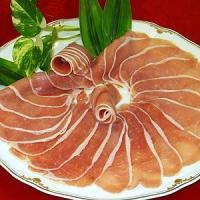 生ハム 250g   当店の生ハムは豚ロース肉を天然岩塩で調味してじっくりと漬け込んだソフトな食感の...