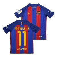 """伝統の""""縦縞""""に回帰したFCバルセロナの2016-17シーズン ホーム ジュニア用""""ユニフォーム。 ..."""