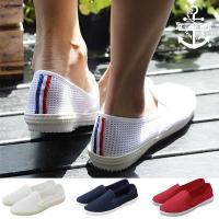 疲れにくく素足で履いても気持ちよい、メッシュシューズで足もとを軽やかに涼しく―。 靴底は耐摩擦性に優...