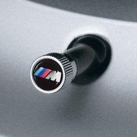 BMW純正北米限定///Mロゴホイールバルブキャップ(4個入り)  このバルブキャップは、最新のタイ...