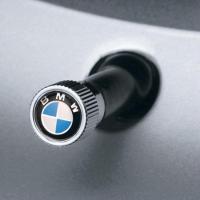 BMW北米限定(USAオリジナル)BMWロゴバルブキャップ(4個入り)  このバルブキャップは、最新...