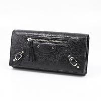シックでレトロなデザインが人気の【BALENCIAGA】のお財布★ サイドのチェーンデザインなどでお...