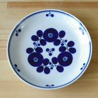 白山陶器を代表する人気シリーズ ブルームの16.5cmプレートです。  コバルトブルーで描かれた北欧...
