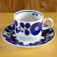 白山陶器を代表する人気シリーズ ブルームのカップ&ソーサーです。  コバルトブルーで描かれた丸い花柄...