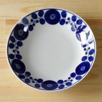 白山陶器を代表する人気シリーズ ブルームの20cmプレートです。  ほどよい深さがありますので、パス...