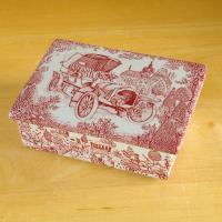 デンマークの陶磁器メーカー NYMOLLE の蓋つきボックスです。地は薄いグレーで、赤い線でクラッシ...