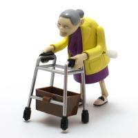 可愛らしいような、憎らしいような微妙な姿のおばあちゃんを競争させて遊ぶレーシンググラニーズ。動きはリ...
