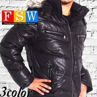 中綿がしっかりと入ったジャケットで防寒性に優れ、癖のないデザインです。  内ポケありで、フード、ファ...