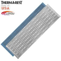 「THERMAREST(サーマレスト) リッジレスト ソーラー R」は、表面にアルミ蒸着された厚さ2...