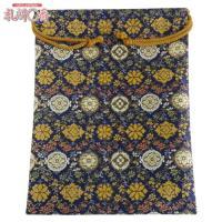 「金襴織物 巾着袋(中判サイズ) 紺地金襴 #1」は、豪華な金襴織物で作られた巾着袋です。サイズは(...