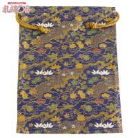 「金襴織物 巾着袋(中判サイズ) 紺地金襴 #9」は、豪華な金襴織物で作られた巾着袋です。サイズは(...