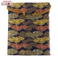 「金襴織物 巾着袋(中判サイズ) 紺地金襴 #15」は、豪華な金襴織物で作られた巾着袋です。サイズは...