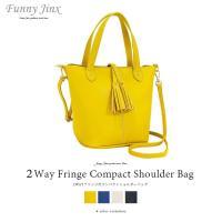「しぼのある厚手素材のコンパクトな2wayバッグ」 上からカブセるタイプのフリンジチャームが新鮮。 ...