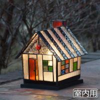 ■ 商品説明   本物のステンドガラスを使用したガーデンライトです。  黄色い屋根に壁面は緑模様の不...