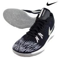 スピードにこだわって設計された軽量バスケットボールシューズ。 アッパーは通気性の高い合成繊維にフォア...