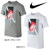 ナイキ YTH シュー ボックス S/S Tシャツは、カジュアルでスタイリッシュな定番のクルーネック...