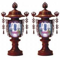 電池式のコードレス。LEDの光が7色に変化します。 祭壇・盆棚などに最適です。 ○サイズ:高さ39c...