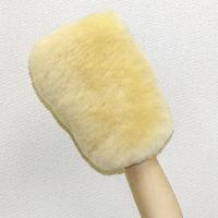 車やバイクなどの洗車に最適な高級ムートン素材のウォッシュグローブです。 毛が柔らかい羊毛100%のた...