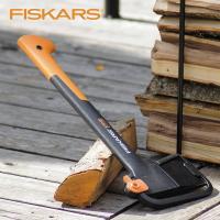 ガーデンアックスは薪を割ったり、枝を折ったりする際に役立つ高品質の斧です フッ素コーティング処理を施...