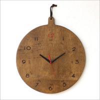 木の合板を丸く削り まるで、はんこをぺたぺた押したかのような 素朴な作りの壁掛時計です  赤の秒針と...