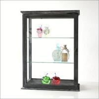 ガラス棚が2枚付いた アンティーク風ガラスキャビネットです  小さなコレクションを飾るのにお勧めのキ...