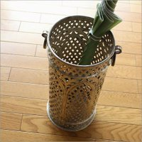 真鍮の独特の風合いが生きている 手作り感の溢れる傘立てです  個性のある傘立ては お客さまの目を引く...