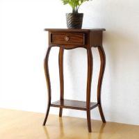クラシックで上品な雰囲気ただよう ヨーロピアンな家具の世界  コンパクトなサイズのテーブルは 花台や...