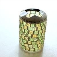四角いモザイクのガラスを グラスに張った 歯ブラシを4本セットできるカップ 蓋の金具は取り外せて い...