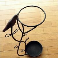 インドのアイアンの傘立てです 手作り感がとても出ていて 優しくて温かいアイアンのイメージです  木製...