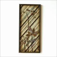 素朴でレトロな木枠のパネルに アンティーク風な生地張り  錆びやカスレ等を表現したアイアンのフラワー...