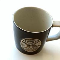 グルグル渦巻き模様の 個性あふれるマグカップです  スクエアな持ち手もおしゃれです  商品名 : う...