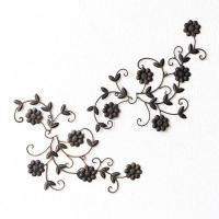 デージーの花のモチーフの壁飾りは 動きのあるデザインが 可愛いフォルム 2枚組なので、飾り方で 色々...