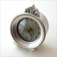 大切なこだわりの空間に置いてみたい とてもお洒落な大人の置き時計です  クラシカルなシルバー色で ワ...