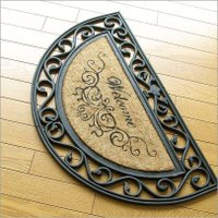 個性的な半円マットは ウェルカムの文字もオシャレに!  お家の中のしつらえも きっとオシャレかな・・...