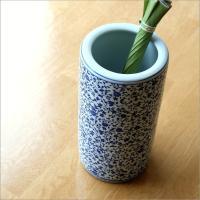 和風の玄関にお薦めの 陶器製の傘たてです  藍の色合いの花唐草模様 どんな和の玄関に置いても 上品に...