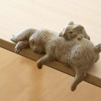 すやすやと気持ちよさそうに眠る 親子ウサギのオブジェです  母さんウサギは 思わず脚を投げて いかに...