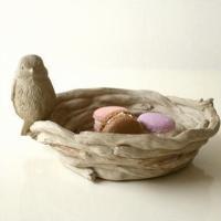 小鳥が止まった鳥の巣の小物入れです 子供たちのおもてなしに こんなトレイにお菓子を入れたら 喜ぶ顔が...