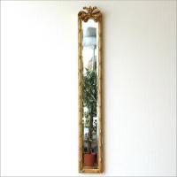 ヨーロピアンなイメージの ロングスタイルの壁掛ミラーです アンティーク風の飾りが 辺りに優雅な雰囲気...