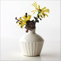 小さな可愛い花瓶は 粉引きの一輪挿しです  野の花が良く似合う花瓶で 普段の暮らしの中に取り入れやす...