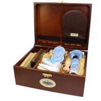 M.モウブレイブランドの本格派シューケアボックスセット(靴磨きセット)です。 木箱の質感も上質で、プ...