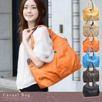丈夫で軽量なナイロン素材のバッグ。 カラフルな色展開が楽しいアイテムです。  ショルダーベルトつきで...