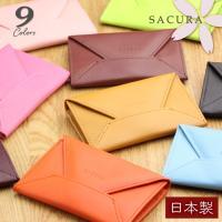 日本製の高品質な名刺入れです。小さな封筒のようなポップなフォルムと、カラフルな色合いがポイントの革小...